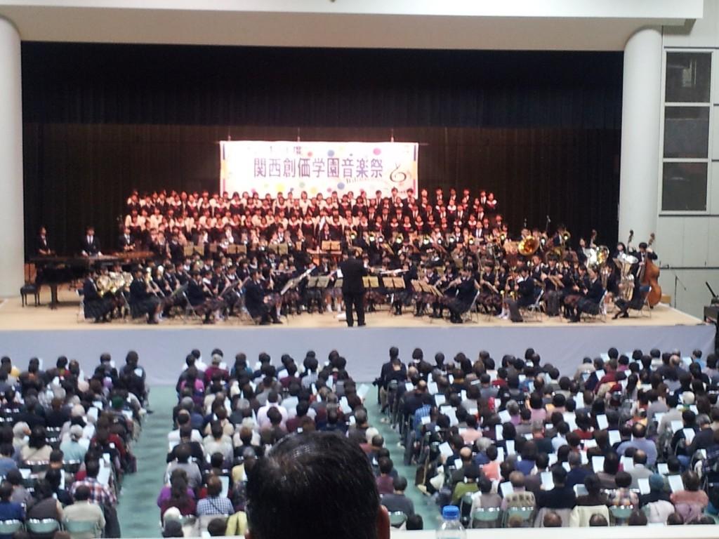 全員で、交響曲第九番「歓喜の歌」で合唱