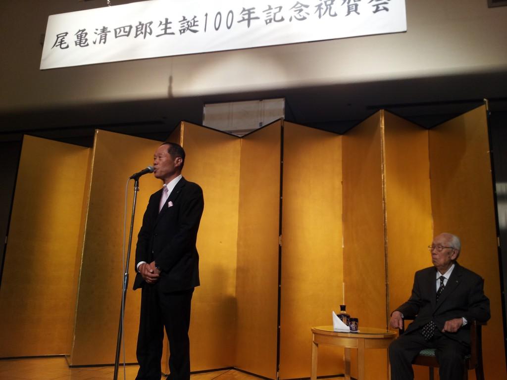 主催者を代表して祝辞を述べられる岡本森廣・大阪府建築士会長