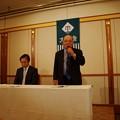 総会で新会長に選出された吉田氏、左は大附幹事長
