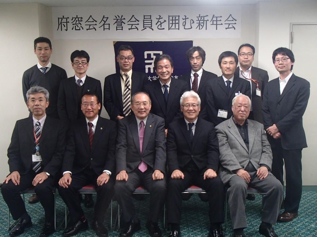 参加した府窓会役員の皆さんと。前列左から今井副会長、大山府議、鈴木、山口会長、芦田元府議