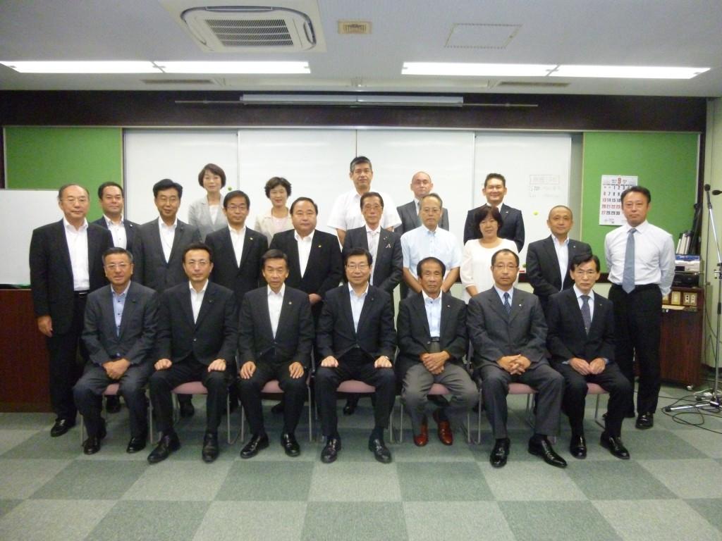参加した顧問団と大阪土地家屋調査士会の役員の皆さん