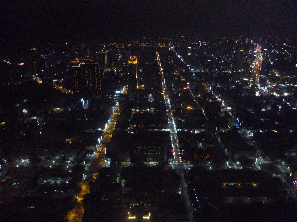 高雄85大樓展望台からの高雄市内夜景